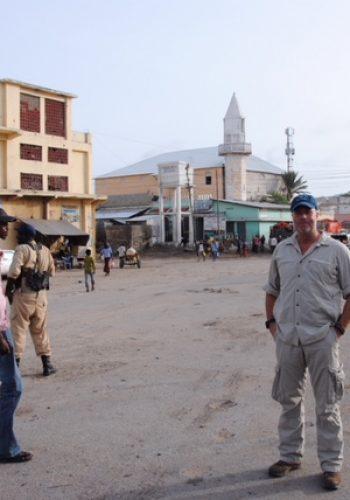 Jeg er i Mogadishu, Somalia. Jeg arbejdede som sikkerhedskonsulent og lavede research til min anden roman, Sort Daggry
